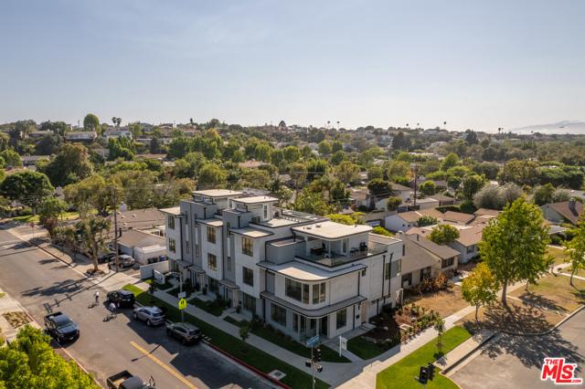 3. 3277 S Barrington Avenue Los Angeles, CA 90066