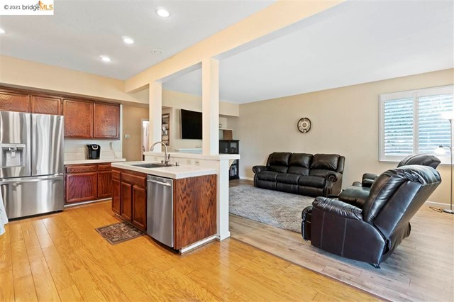 14. 619 Edenderry Dr Vacaville, CA 95688