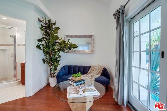 40. 1724 S Carmelina Avenue Los Angeles, CA 90025