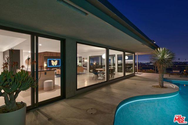 15. 4146 Mantova Drive Los Angeles, CA 90008