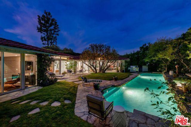 1451 BLUE JAY Way, Los Angeles, CA 90069