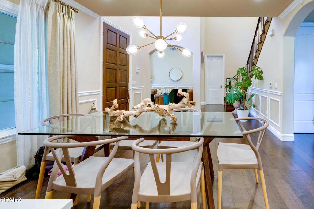 房产卖价 : $249.80万/¥1,719万