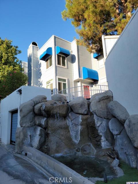 Great starter home in the heart of La Crescenta.