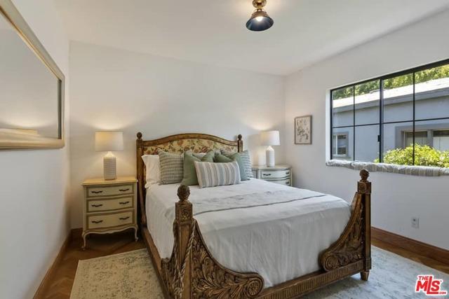 18. 1339 Coronado Terrace Los Angeles, CA 90026