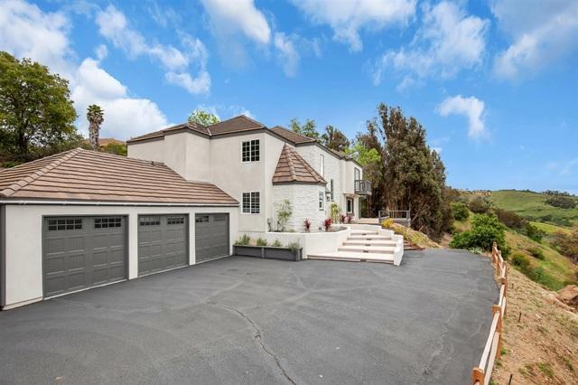 3885 Lake Garden Dr, Fallbrook, CA 92028