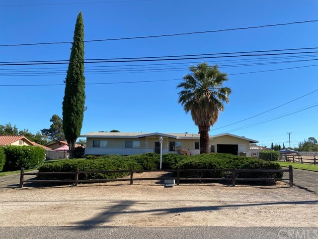 17621 SMOKE TREE Street, Hesperia, CA 92345