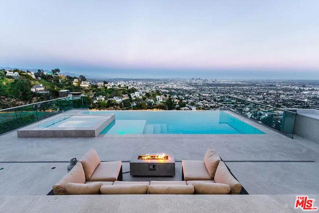 1606 Viewmont Dr, Los Angeles, CA 90069