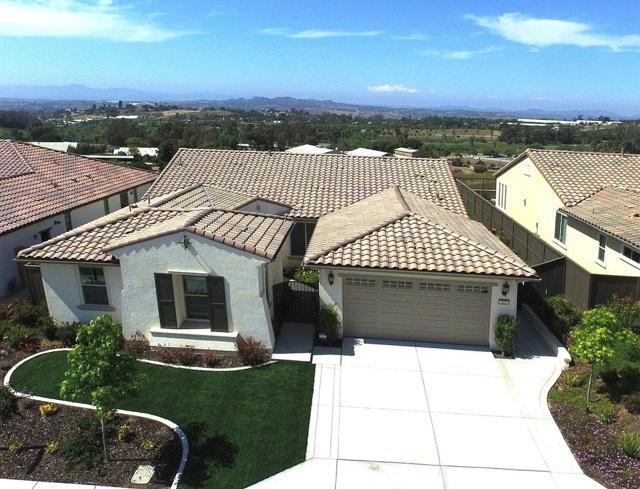 424 Adobe Estates Dr, Vista, CA 92083