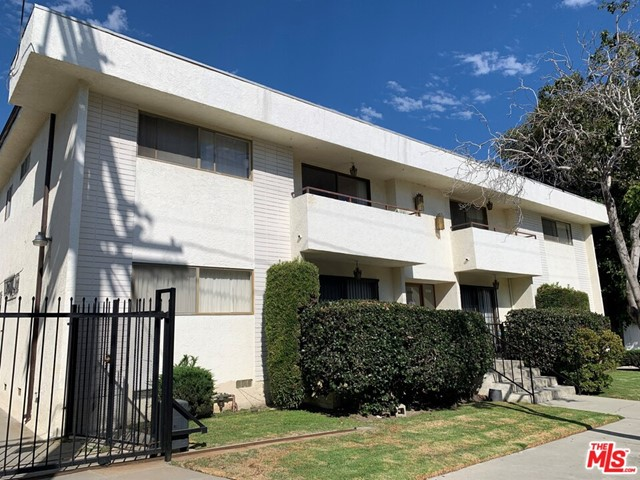 14-unit low-rise, walk-up apartment building on a 10,454-square-foot lot comprised of studio, one- and two- bedroom layouts   Property will be delivered fully vacant allowing a savvy investor to renovate the building and achieve top of the market rents   Plans have been drawn for a 1,100 sq ft ADU unit over parking   A 4.65 cap rate and 5.28 cap rate with ADU unit   Surrounded by Class A office complexes and Fortune 500 companies