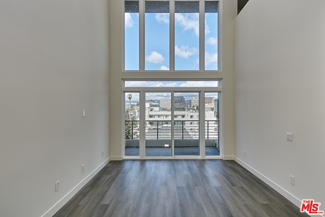 3. 900 S Kenmore Avenue #PH2 Los Angeles, CA 90006