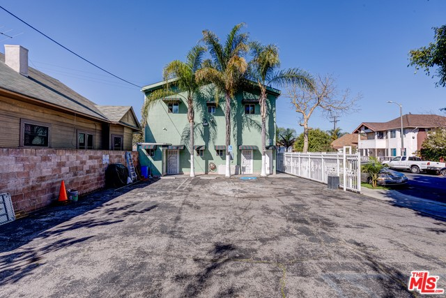 1702 S HOOVER Street, Los Angeles, CA 90006