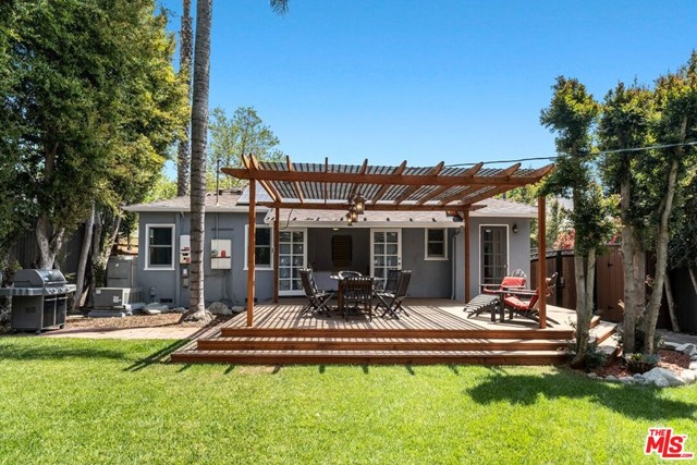 29. 745 N Poinsettia Place Los Angeles, CA 90046