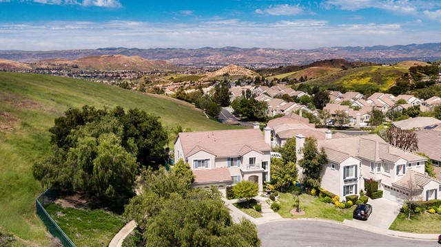 685 Starbright Court, Simi Valley, CA 93065
