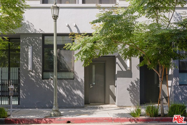 1100 S Grand Avenue, Los Angeles CA: https://media.crmls.org/mediaz/C5DF65E5-911C-43AD-A104-D8739D7CB988.jpg