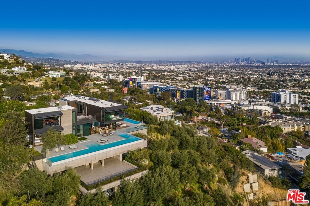 Photo of 1301 Collingwood Place, Los Angeles, CA 90069