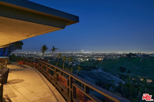 16. 4146 Mantova Drive Los Angeles, CA 90008