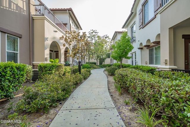 38. 461 Country Club Drive #111 Simi Valley, CA 93065