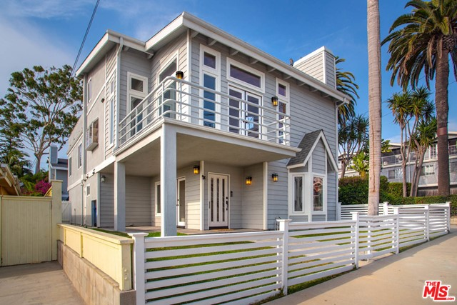 927 6Th Street A, Hermosa Beach, California 90254, 4 Bedrooms Bedrooms, ,2 BathroomsBathrooms,For Sale,6Th,20620026