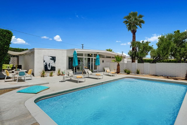 19. 3390 E Paseo Barbara Palm Springs, CA 92262
