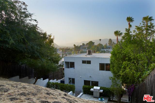 23. 2521 Silver Ridge Avenue Los Angeles, CA 90039