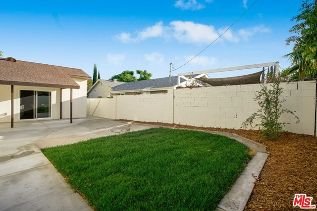 48. 17501 Arminta Street Northridge, CA 91325