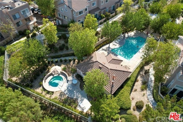 This is a nice condo nestled in Stevenson Ranch. Close to Valencia shopping center, Pico Canyon Elementary school and Freeway-5.