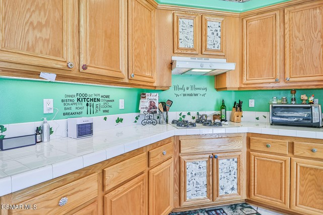 22. 215 Southcrest Place Simi Valley, CA 93065