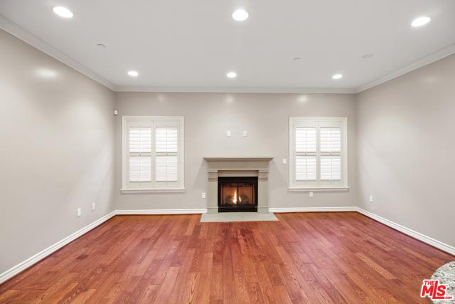 423 Arnaz Drive, Los Angeles, California 90048, 2 Bedrooms Bedrooms, ,2 BathroomsBathrooms,Condominium,For Sale,Arnaz,21679828