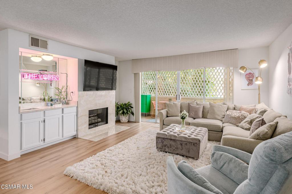 5440     Lindley Avenue   214, Encino CA 91316