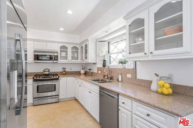 7. 1111 Villa View Drive Pacific Palisades, CA 90272