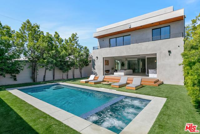 27. 716 N Fuller Avenue Los Angeles, CA 90046