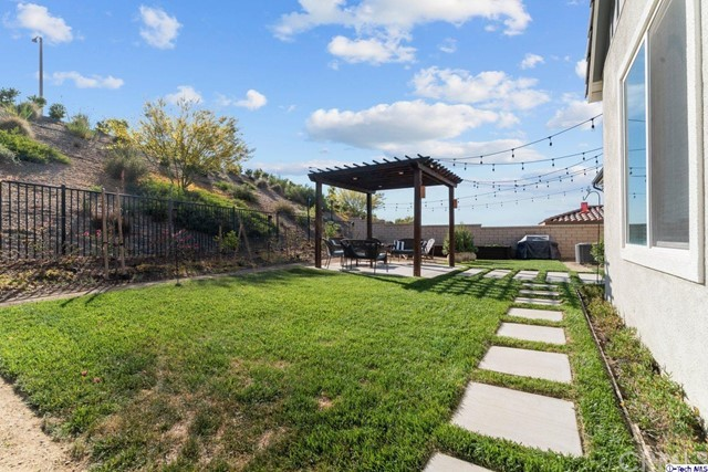 36. 25153 Cypress Bluff Drive Canyon Country, CA 91387