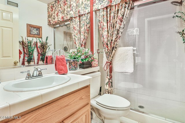 27. 215 Southcrest Place Simi Valley, CA 93065