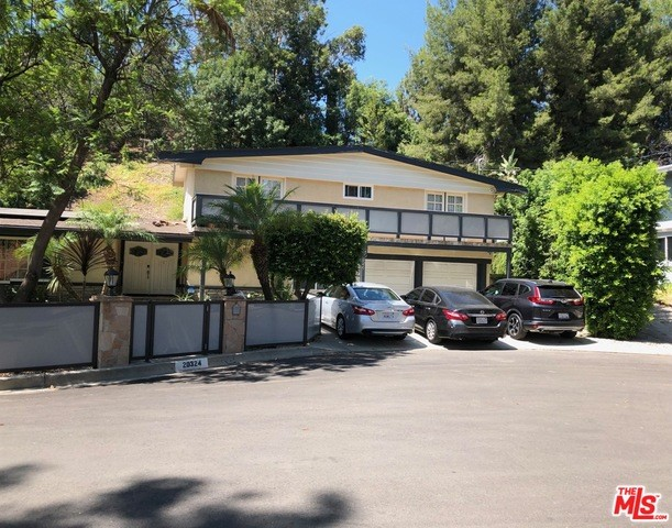 20324 REAZA Place, Woodland Hills, CA 91364