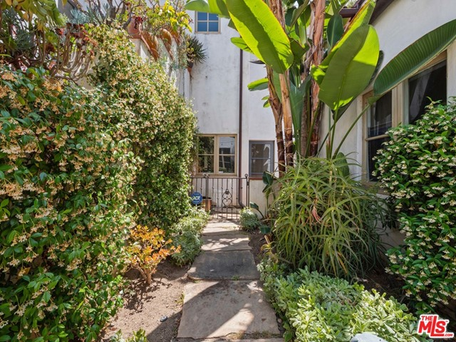 25. 1414 N Harper Avenue #16 West Hollywood, CA 90046