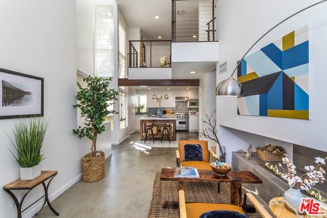 2222 6TH Street A, Santa Monica, CA 90405