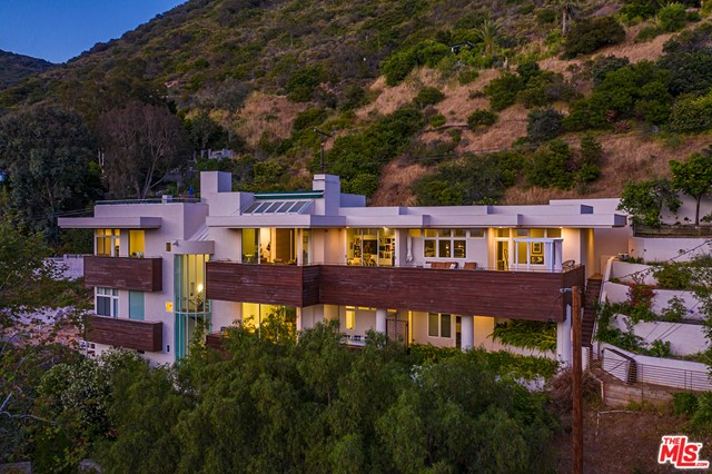 21070 Las Flores Mesa Drive Malibu, CA 90265