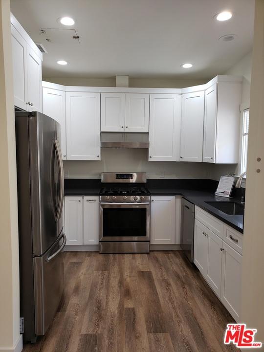 831 Catalina, Los Angeles, California 90005, 3 Bedrooms Bedrooms, ,2 BathroomsBathrooms,Condominium,For Lease,Catalina,21716424