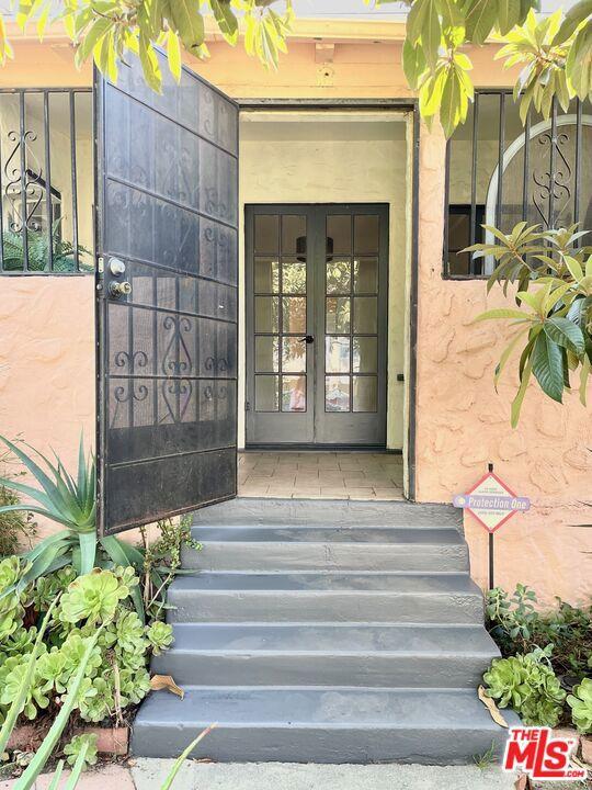 5709 Ensign Avenue, North Hollywood CA: https://media.crmls.org/mediaz/D0C658FB-BF9E-440A-99CB-163D5D6ED1A3.jpg