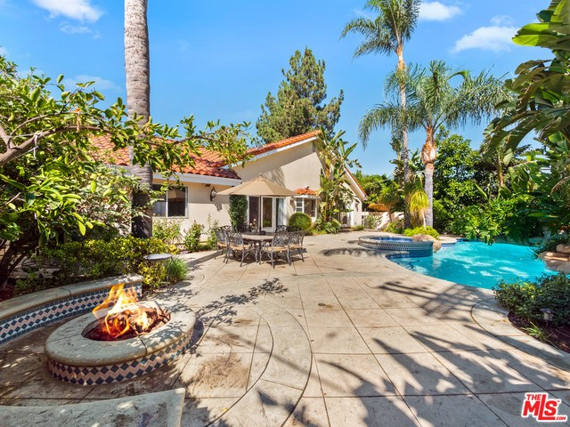 17947 Valley Vista Boulevard, Encino, CA 91316