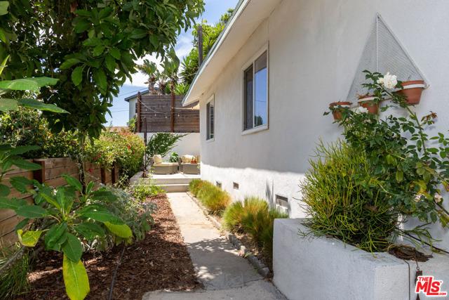 3155 CARLYLE Street Los Angeles, CA 90065