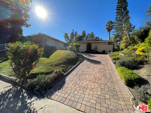 825 N Norman Pl, Los Angeles, CA 90049