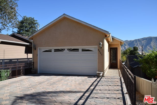 8507 DAY Street, Sunland, CA 91040