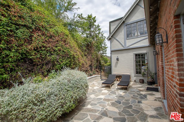 Image 16 of 3705 Lowry Rd, Los Angeles, CA 90027