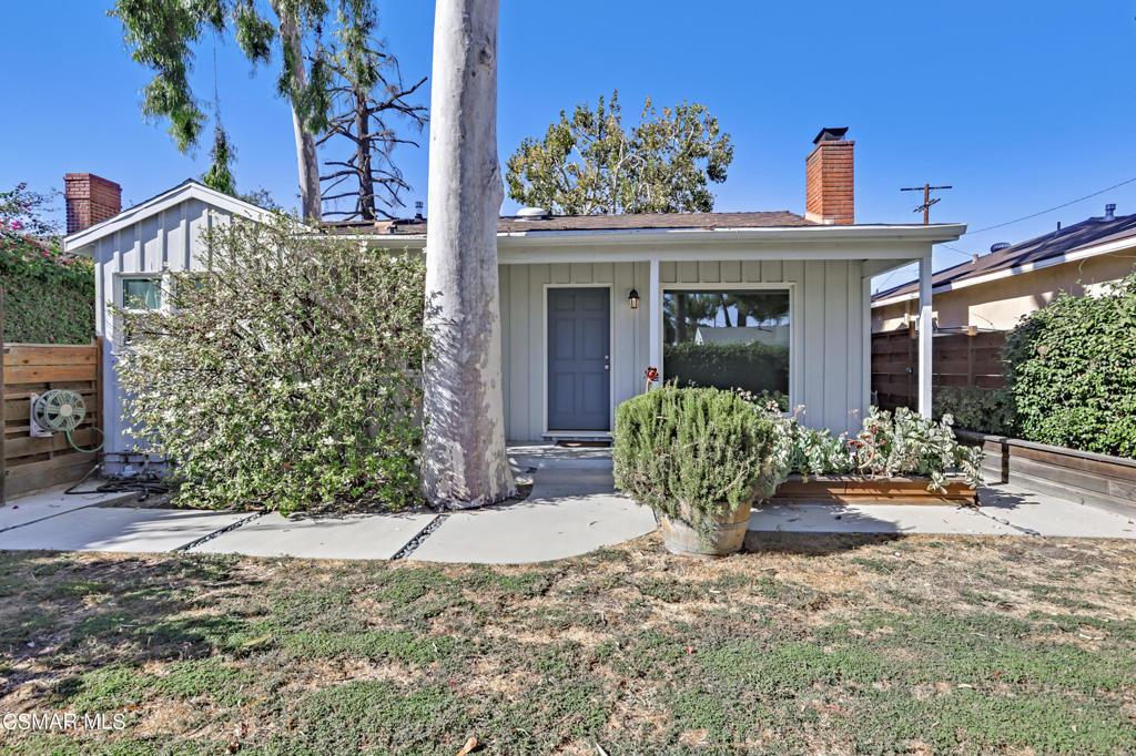 22021     Covello Street, Canoga Park CA 91303