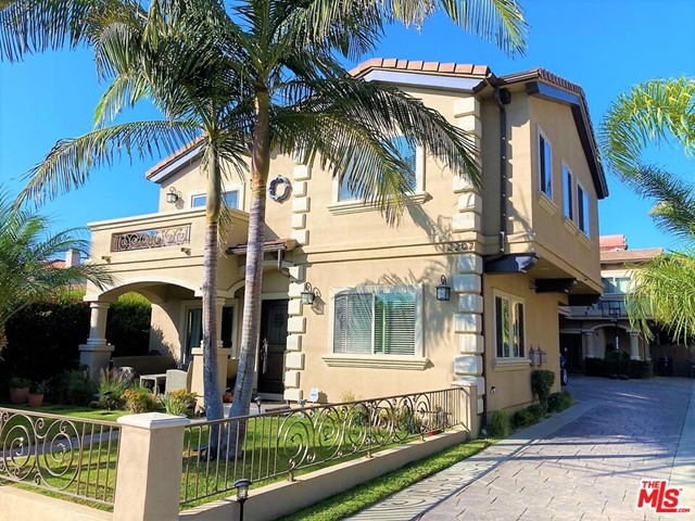 2207 Warfield Avenue A, Redondo Beach, California 90278, 4 Bedrooms Bedrooms, ,3 BathroomsBathrooms,For Sale,Warfield,21679510