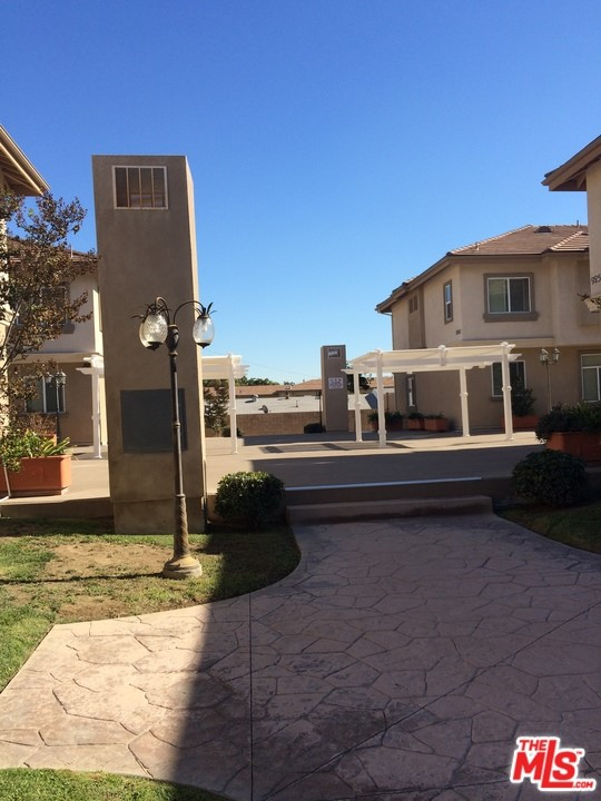 9252 Elm Vista Drive, Downey, California 90242, 3 Bedrooms Bedrooms, ,3 BathroomsBathrooms,Residential,For Sale,Elm Vista,20620156