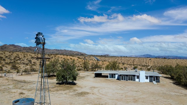388 Old Woman Springs Rd, Yucca Valley, CA 92284