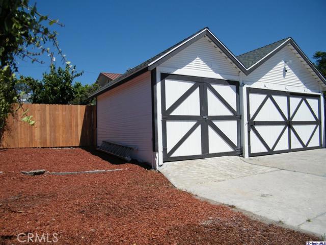 16. 10600 Mountair Avenue Tujunga, CA 91042