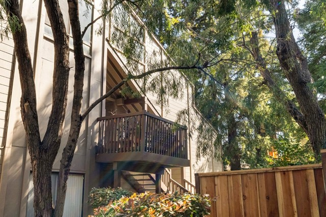 30. 2040 Middlefield Road #24 Mountain View, CA 94043